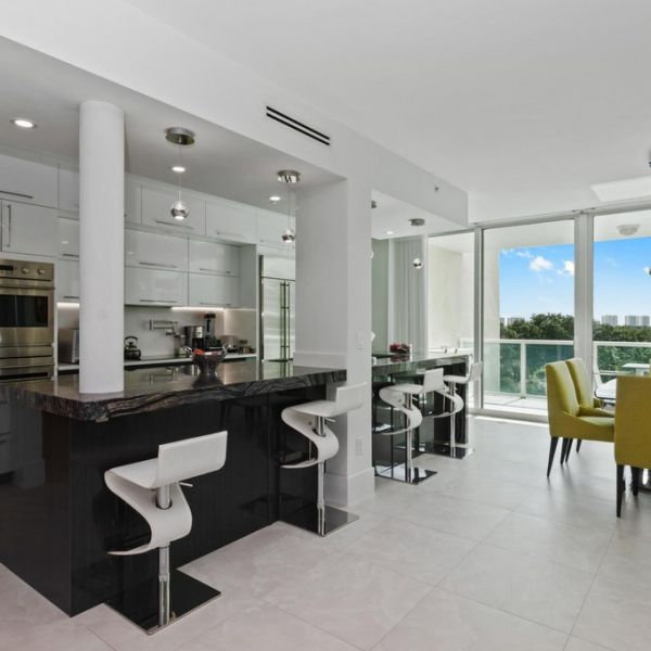 florida-dining-kitchen-23648BD4D-A236-A073-47FE-ECBD89DD2545.jpg